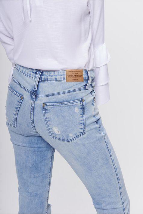 Calca-Jeans-Cropped-Barra-Assimetrica-Detalhe-1--
