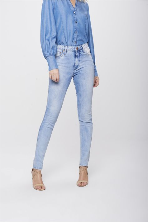Calca-Cigarrete-Jeans-Claro-Feminina-Frente-1--