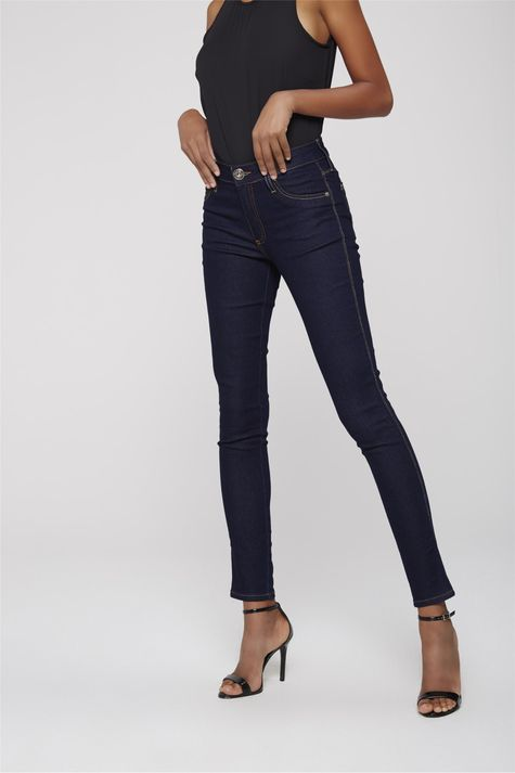 Calca-Cigarrete-Jeans-Escuro-Feminina-Lado--