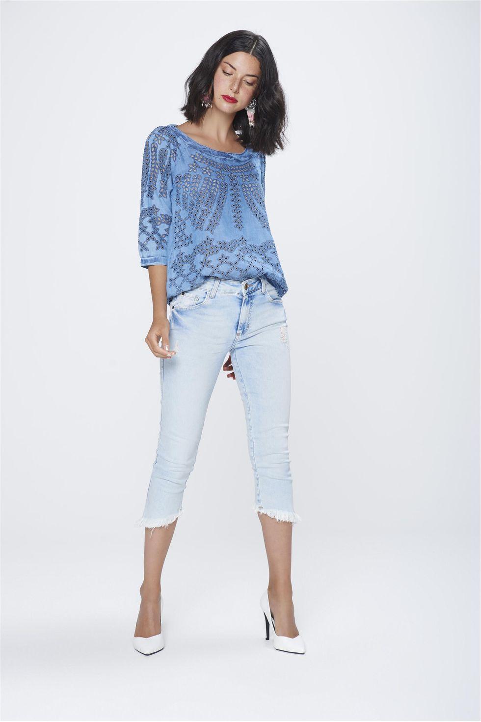 Calca-Capri-Jeans-com-Barra-Assimetrica-Frente--