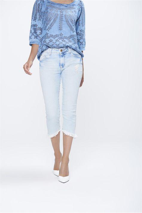 Calca-Capri-Jeans-com-Barra-Assimetrica-Frente-1--