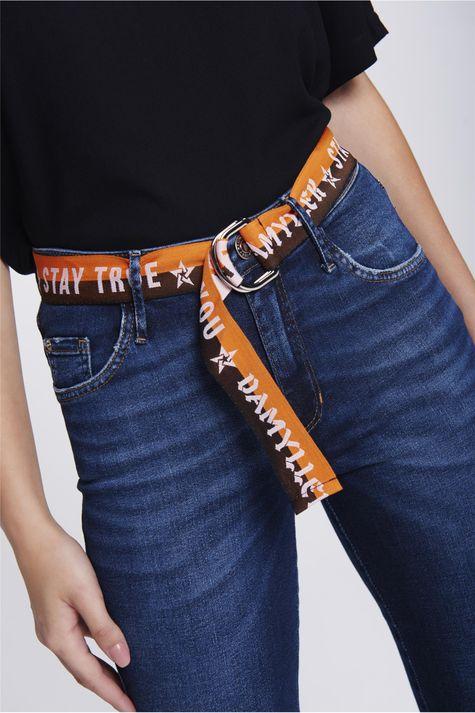 Calca-Jeans-Cigarrete-Rasgada-com-Cinto-Detalhe--