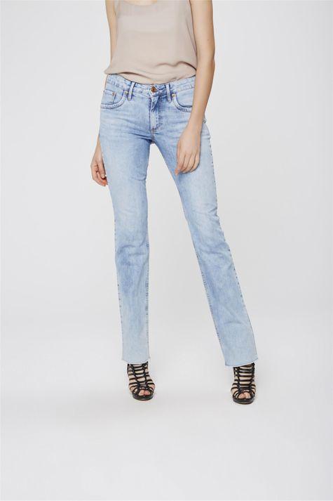 6b872e5ae1 ... Calca-Jeans-Reta-com-Barra-a-Fio-Frente- ...
