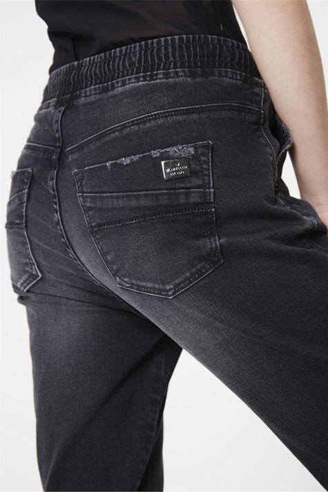 Calca-Jogger-Jeans-Preta-Feminina-Detalhe--