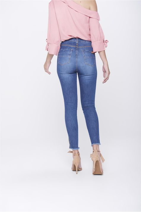 Calca-Jegging-Jeans-com-Fenda-na-Barra-Costas--