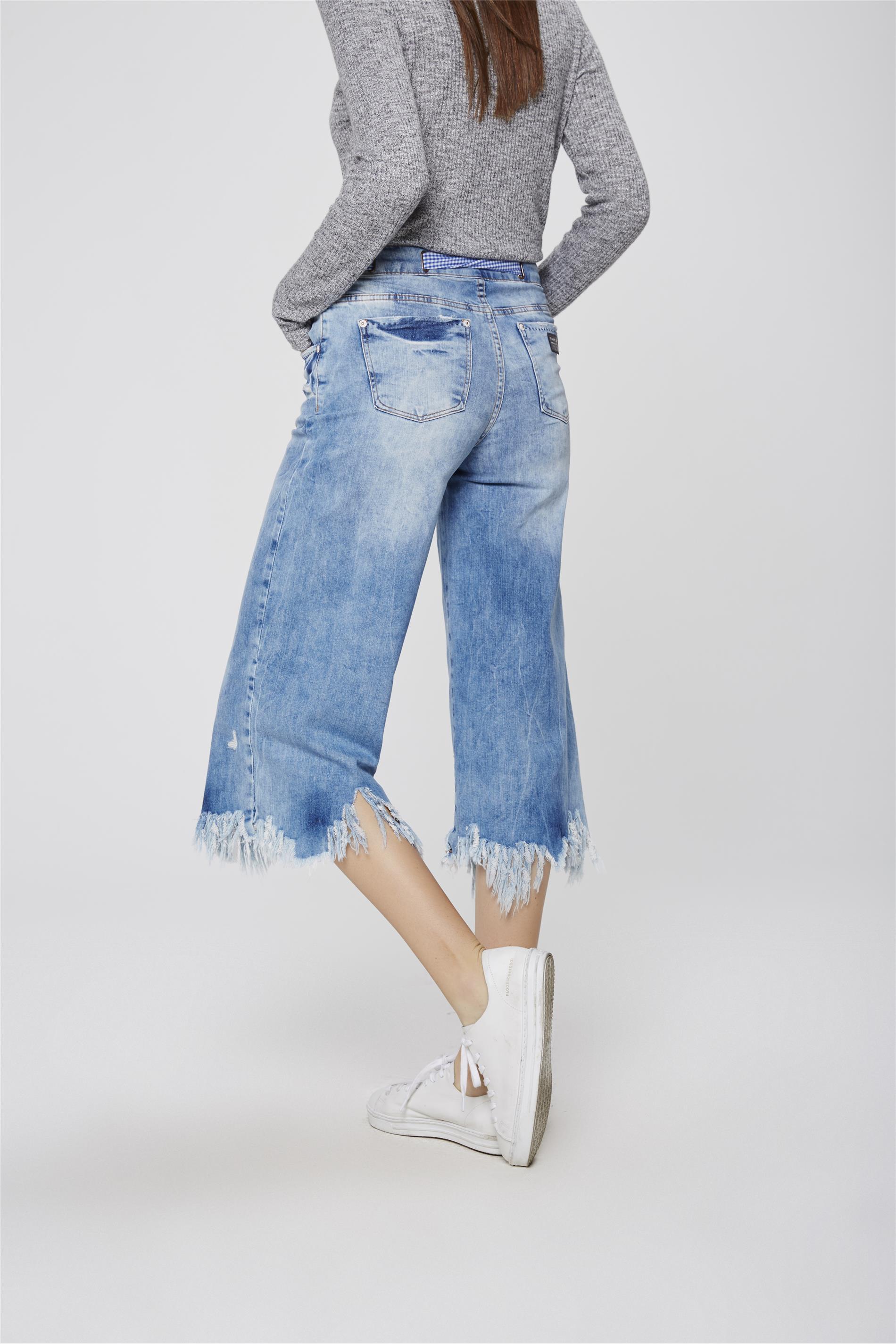 9c8892930 Pantacourt Jeans Destroyed com Lenço - Damyller