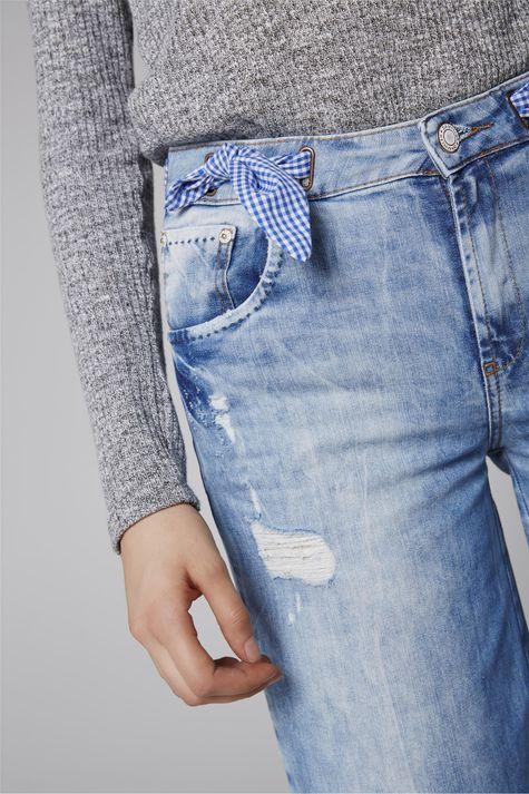 Pantacourt-Jeans-Destroyed-com-Lenco-Detalhe-2--