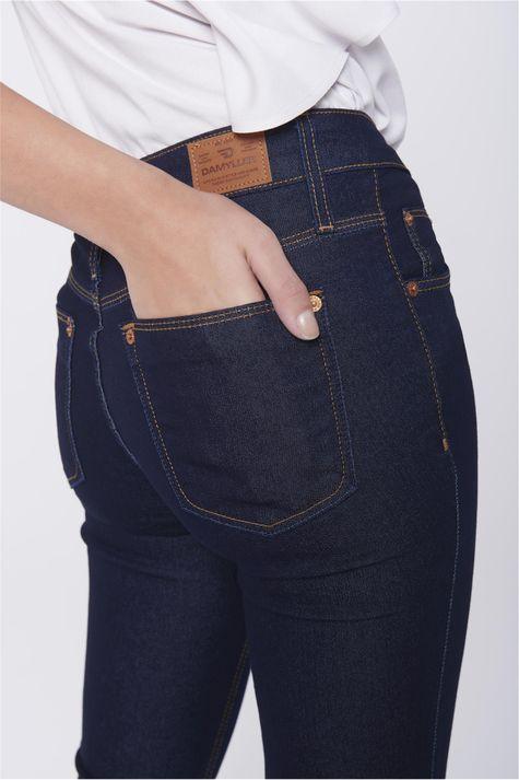 Calca-Capri-Jeans-Feminina-Barra-Dobrada-Detalhe--