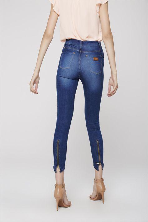 Calca-Jegging-Jeans-com-Ziper-na-Barra-Costas--