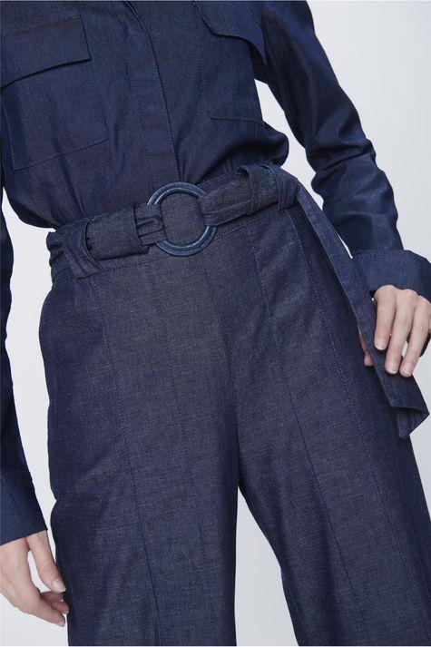 Calca-Pantalona-Jeans-com-Cinto-Feminina-Detalhe--