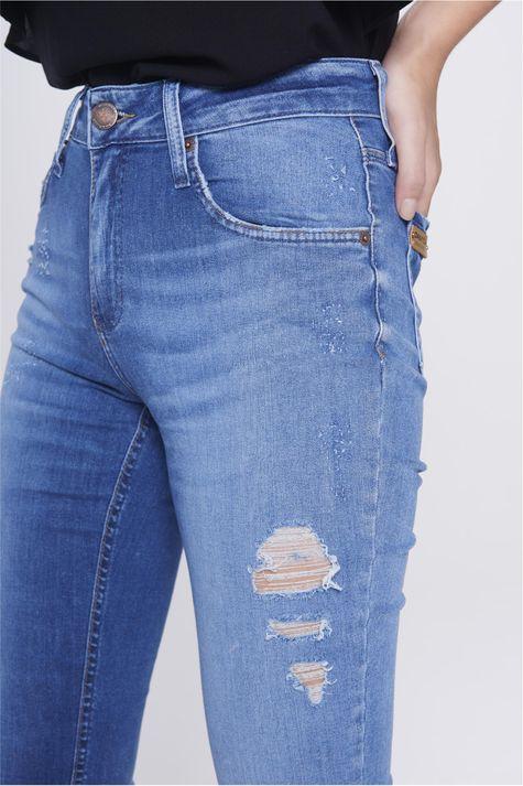 Calca-Skinny-Cintura-Alta-Rasgada-Detalhe-1--