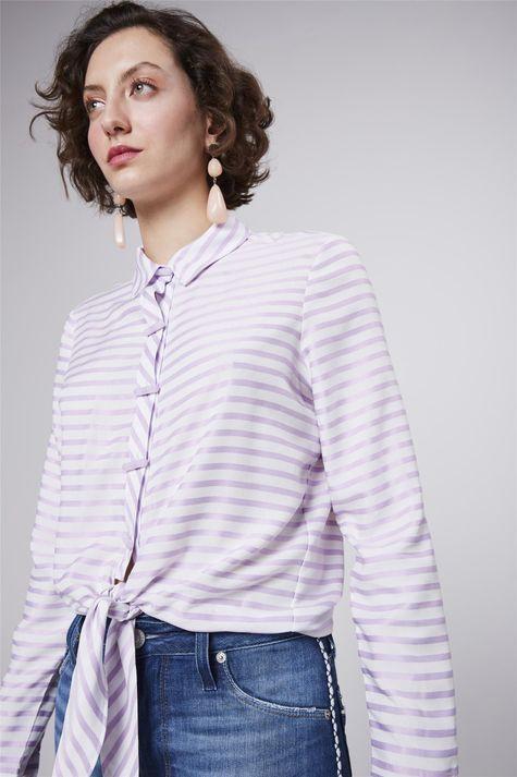 Camisa-Listrada-com-Amarracao-Feminina-Detalhe--