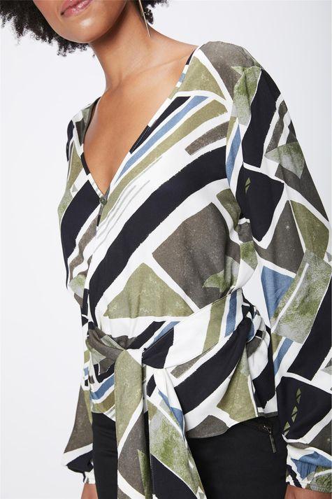 Camisa-Estampada-com-Transpasse-Feminina-Detalhe--