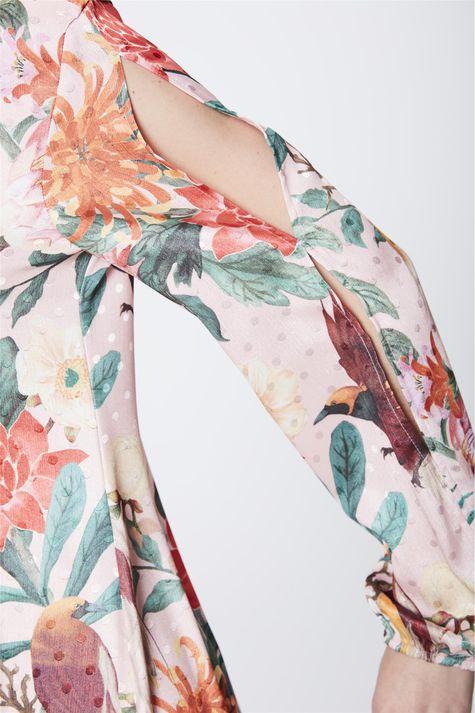 Vestido-Estampado-com-Detalhes-e-Decote-Detalhe--