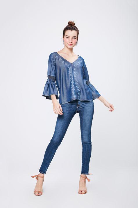 Bata-Jeans-com-Detalhes-nas-Mangas-Detalhe-1--