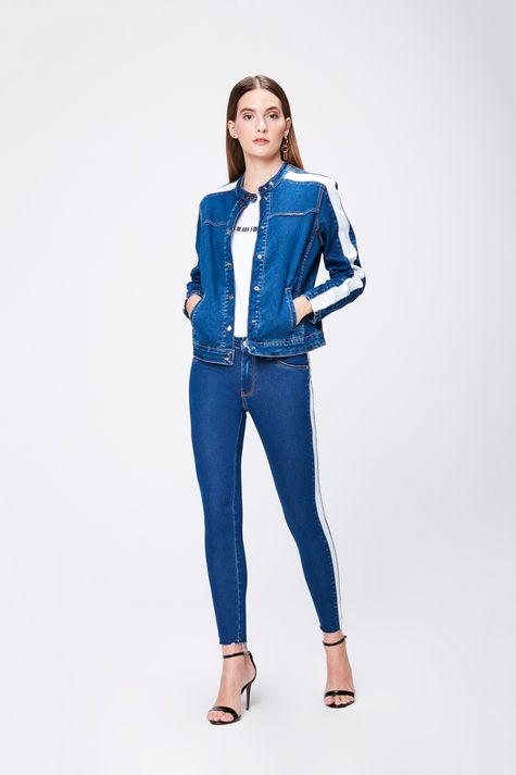 Jaqueta-Jeans-com-Detalhes-Feminina-Detalhe-1--