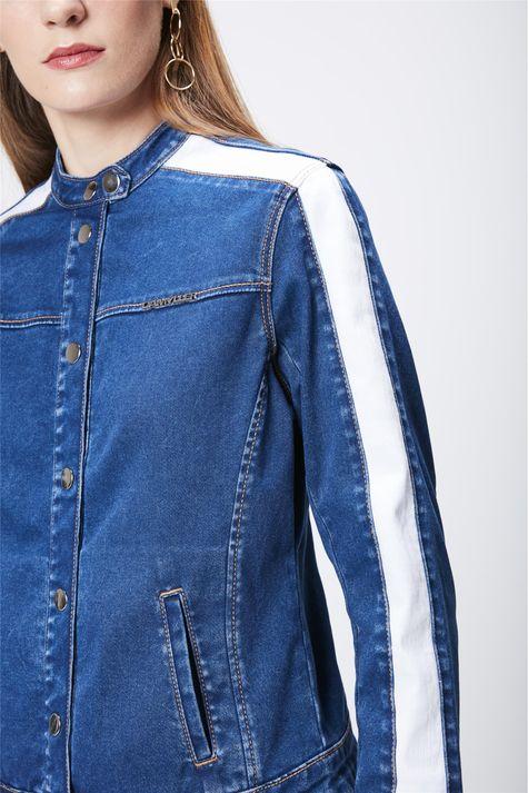 Jaqueta-Jeans-com-Detalhes-Feminina-Detalhe--