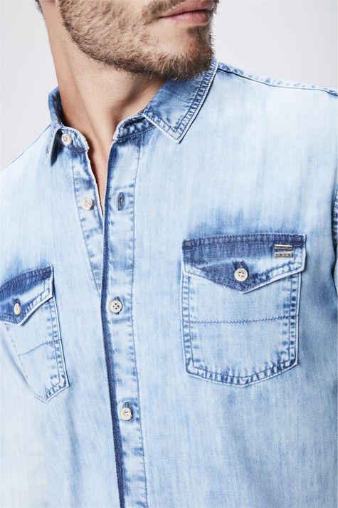 Camisa-Jeans-Claro-Masculina-Detalhe--