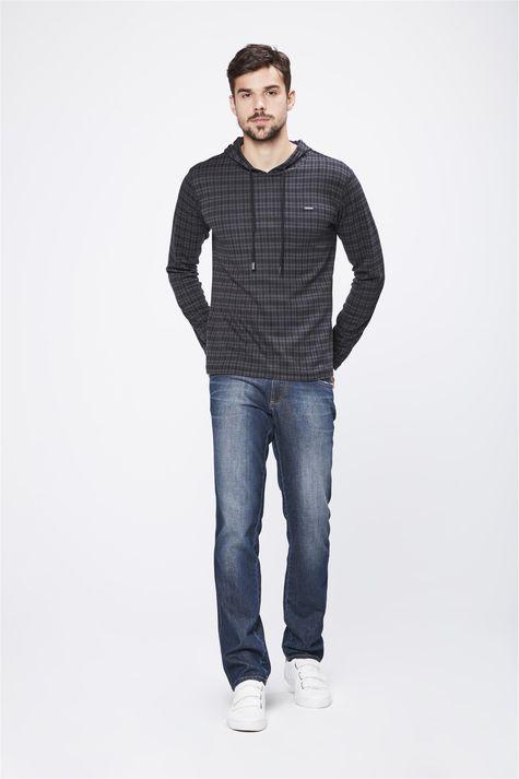 Camiseta-Manga-Longa-Com-Capuz-Masculina-Detalhe-2--