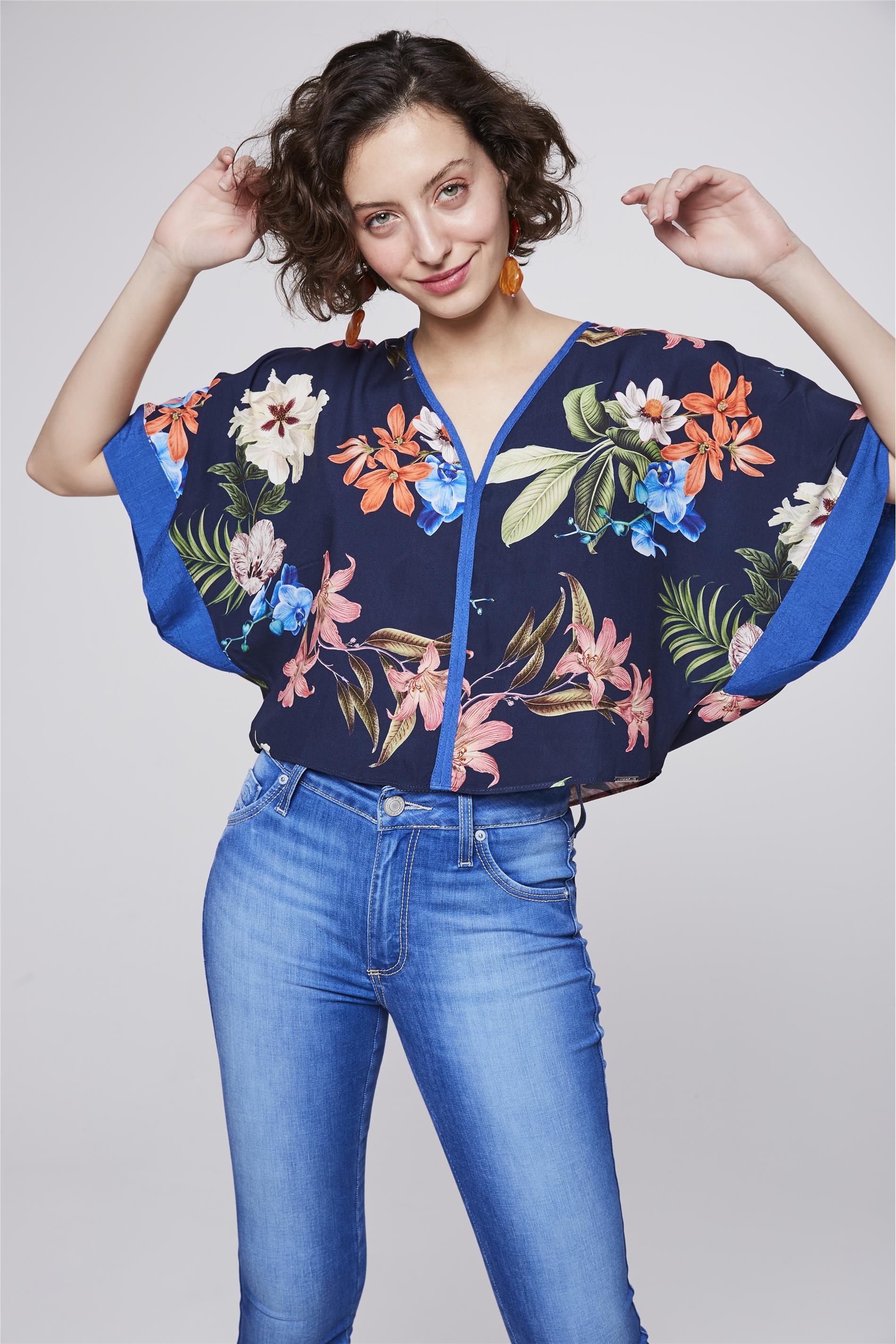 1b1d1c279 Blusa Floral com Decote V Feminina - Damyller