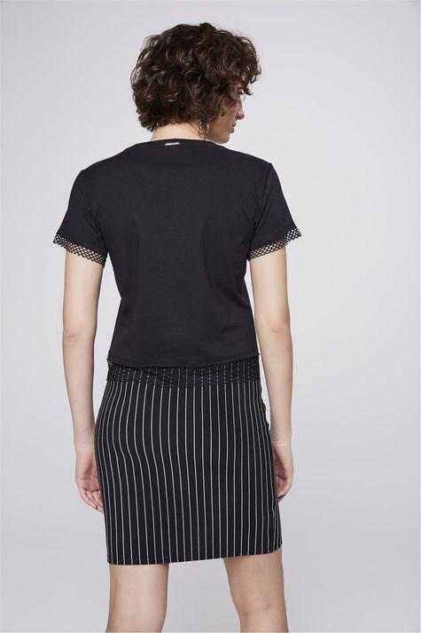 Camiseta-Estampada-com-Detalhe-de-Tela-Costas--