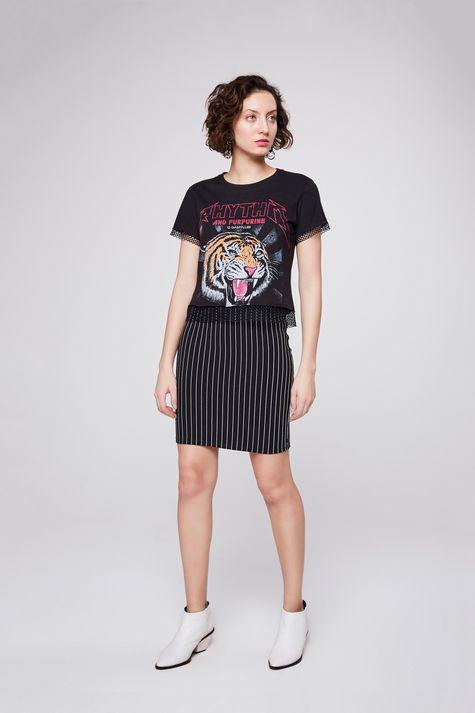 Camiseta-Estampada-com-Detalhe-de-Tela-Detalhe-1--