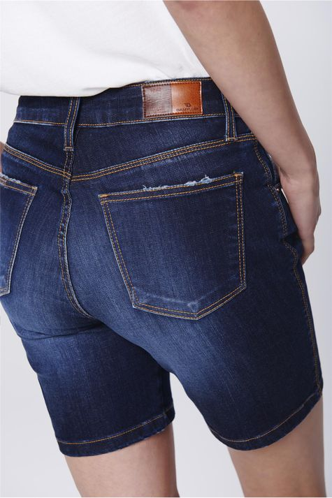 Bermuda-Jeans-Justa-Basica-Feminina-Detalhe--