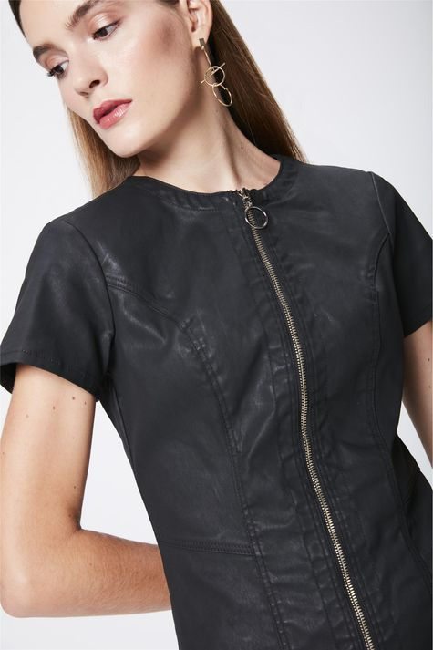 Vestido-Resinado-com-Ziper-Frontal-Detalhe--