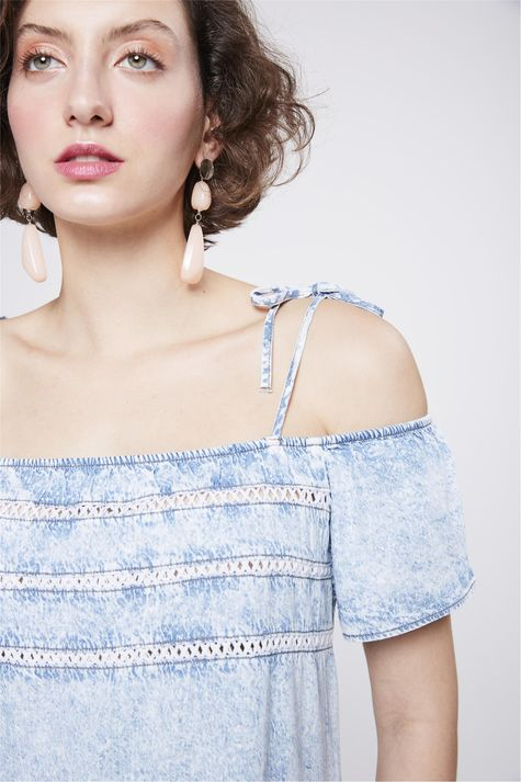 Vestido-Jeans-Ombro-a-Ombro-Feminino-Detalhe--