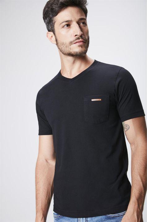 Camiseta-Gola-V-Basica-Masculina-Frente--