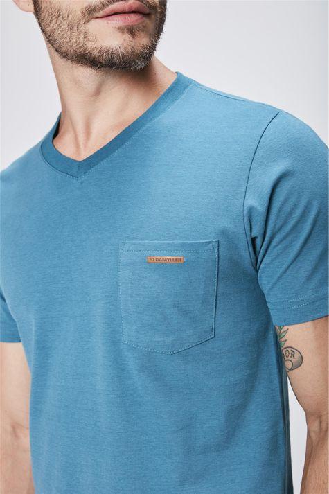 Camiseta-Gola-V-Basica-Masculina-Detalhe--