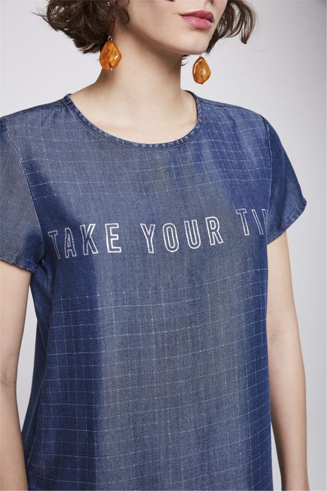 Camiseta-Jeans-Xadrez-com-Tipografia-Detalhe--