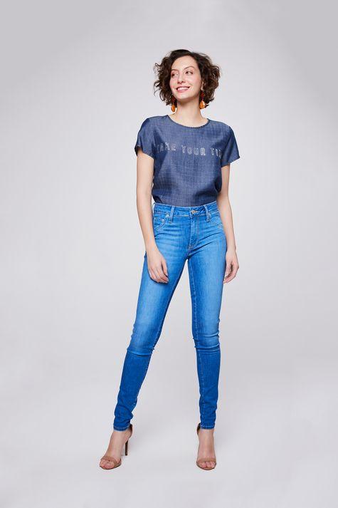 Camiseta-Jeans-Xadrez-com-Tipografia-Detalhe-1--