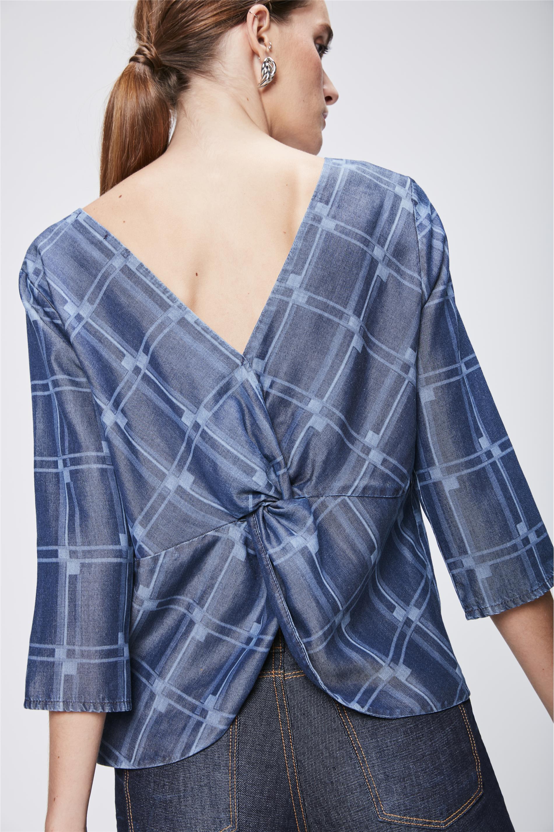 9598d5fe54 Blusa Jeans com Padronagem Geométrica - Damyller