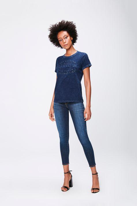 Camiseta-Feminina-em-Malha-Denim-Detalhe-1--