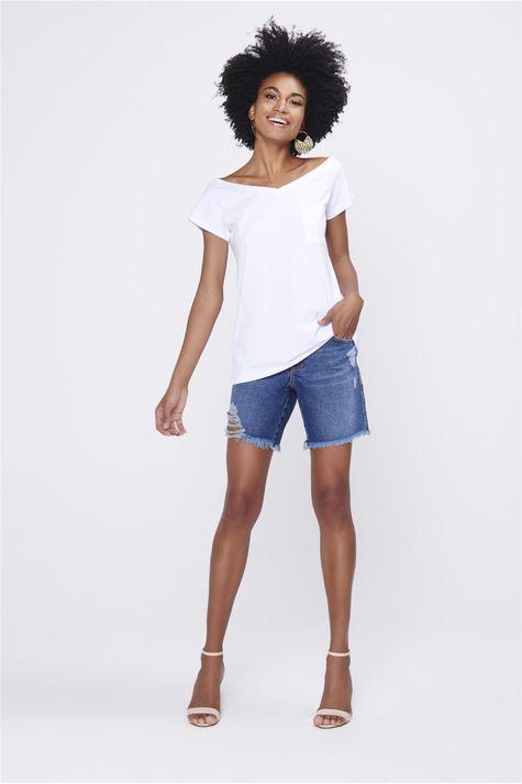 Camiseta-Feminina-Decote-Aberto-Detalhe-1--