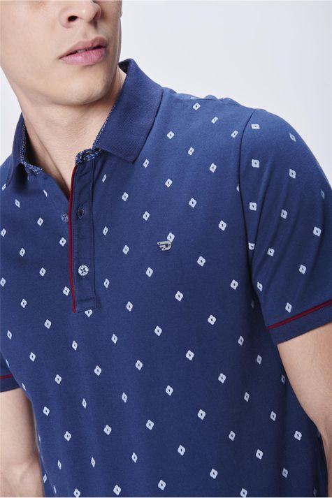 Camisa-Gola-Polo-Estampa-de-Repeticao-Detalhe--
