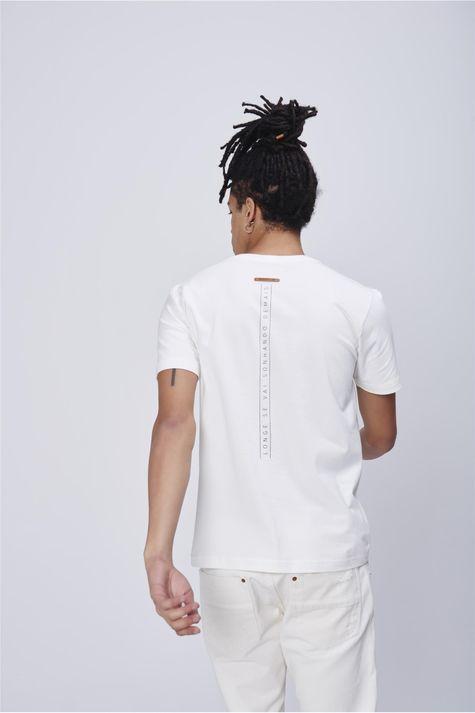 Camiseta-Masculina-Estampa-Bolso-Costas--