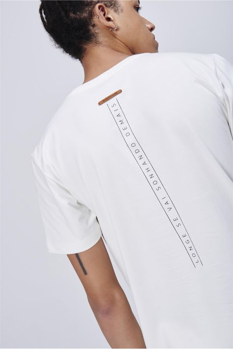 Camiseta-Masculina-Estampa-Bolso-Detalhe-1--