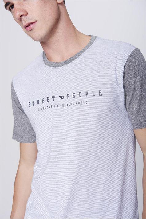 Camiseta-Listrada-com-Tipografia-Detalhe--