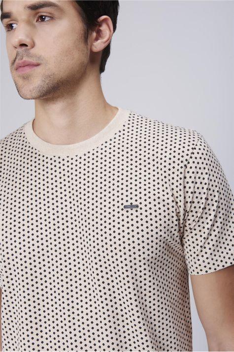 Camiseta-Masculina-Estampa-Repeticao-Detalhe--