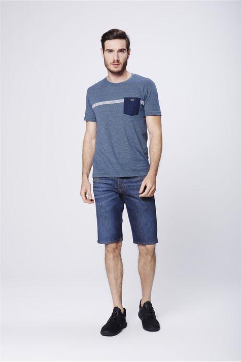 Camiseta-Fit-com-Bolso-Frontal-Masculina-Detalhe-1--