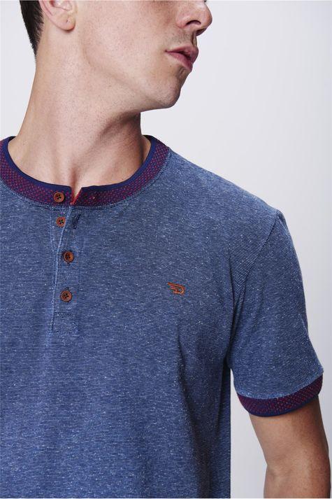 Camiseta-College-com-Botoes-Masculina-Detalhe--