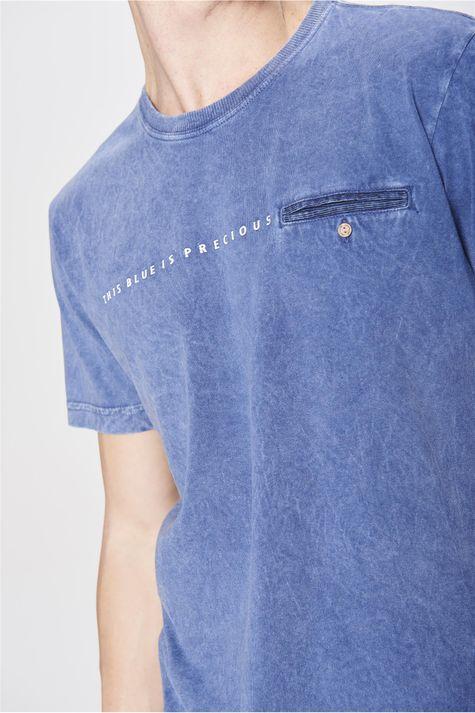 Camiseta-Tingida-com-Bolso-Masculina-Detalhe--