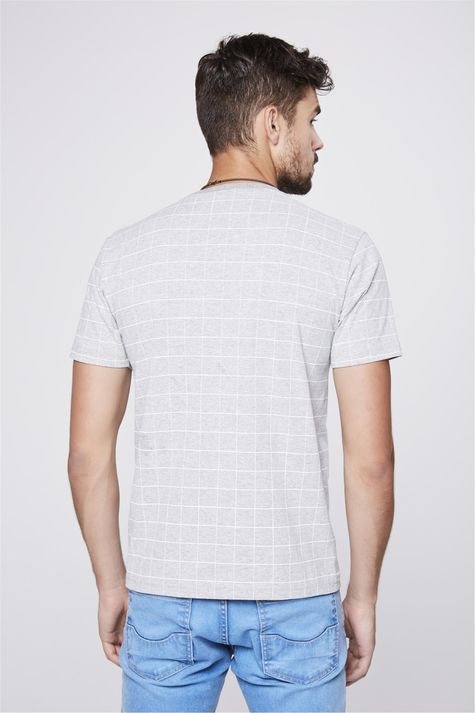 Camiseta-Cinza-Mescla-com-Estampa-Xadrez-Costas--