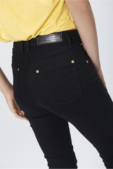 Calca-Cropped-Jeans-Preto-Cintura-Alta-Detalhe--