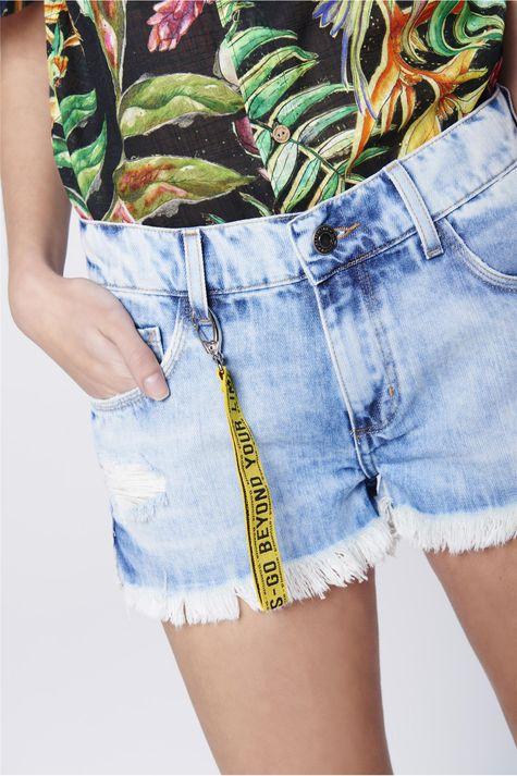 Short-Boyfriend-Jeans-com-Chaveiro-Detalhe--