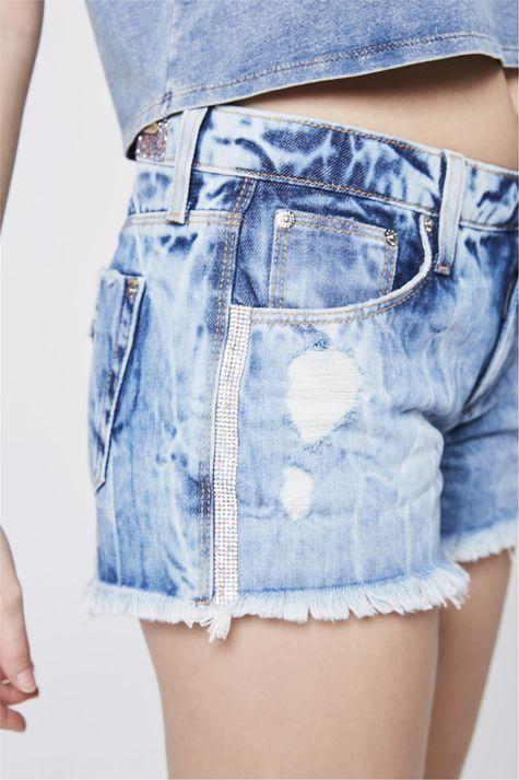 Short-Jeans-Boyfriend-com-Aplicacoes-Detalhe--