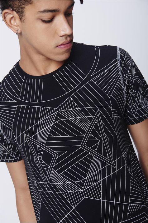 Camiseta-Unissex-Estampa-Geometrica-Detalhe-1--