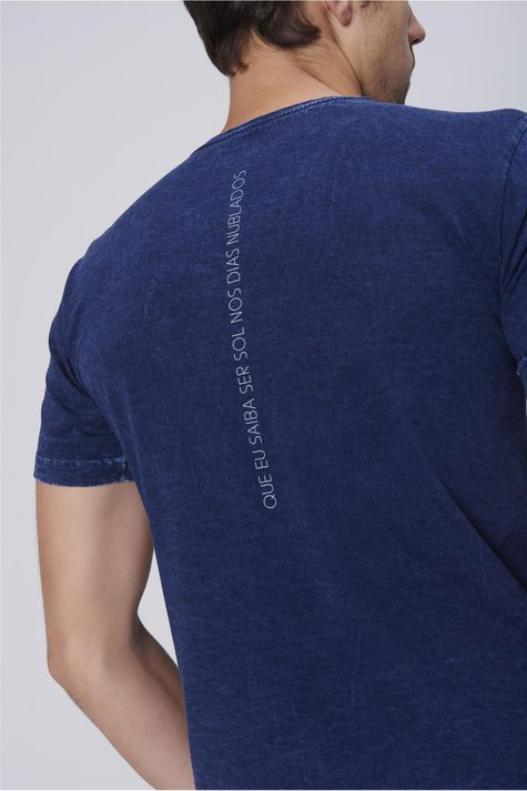 Camiseta-Masculina-Malha-Indigo-Seja-Sol-Detalhe-1--